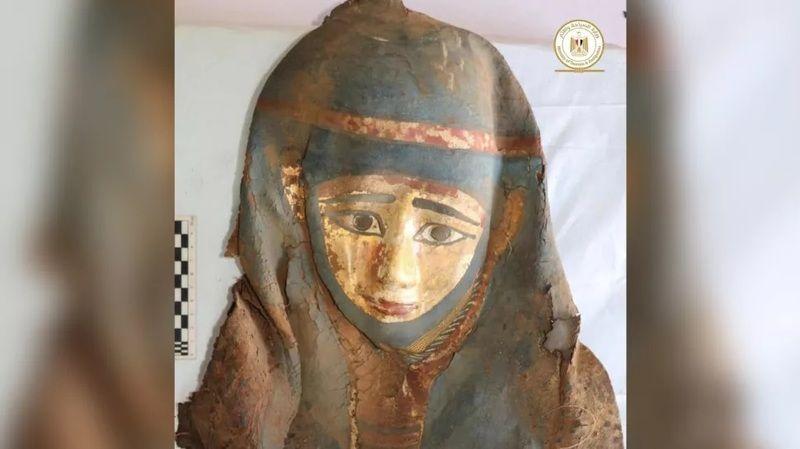 Burada ölen kişinin taktığı mumya maskesi görülmektedir. (Resim kredisi: Mısır Eski Eserler Bakanlığı)